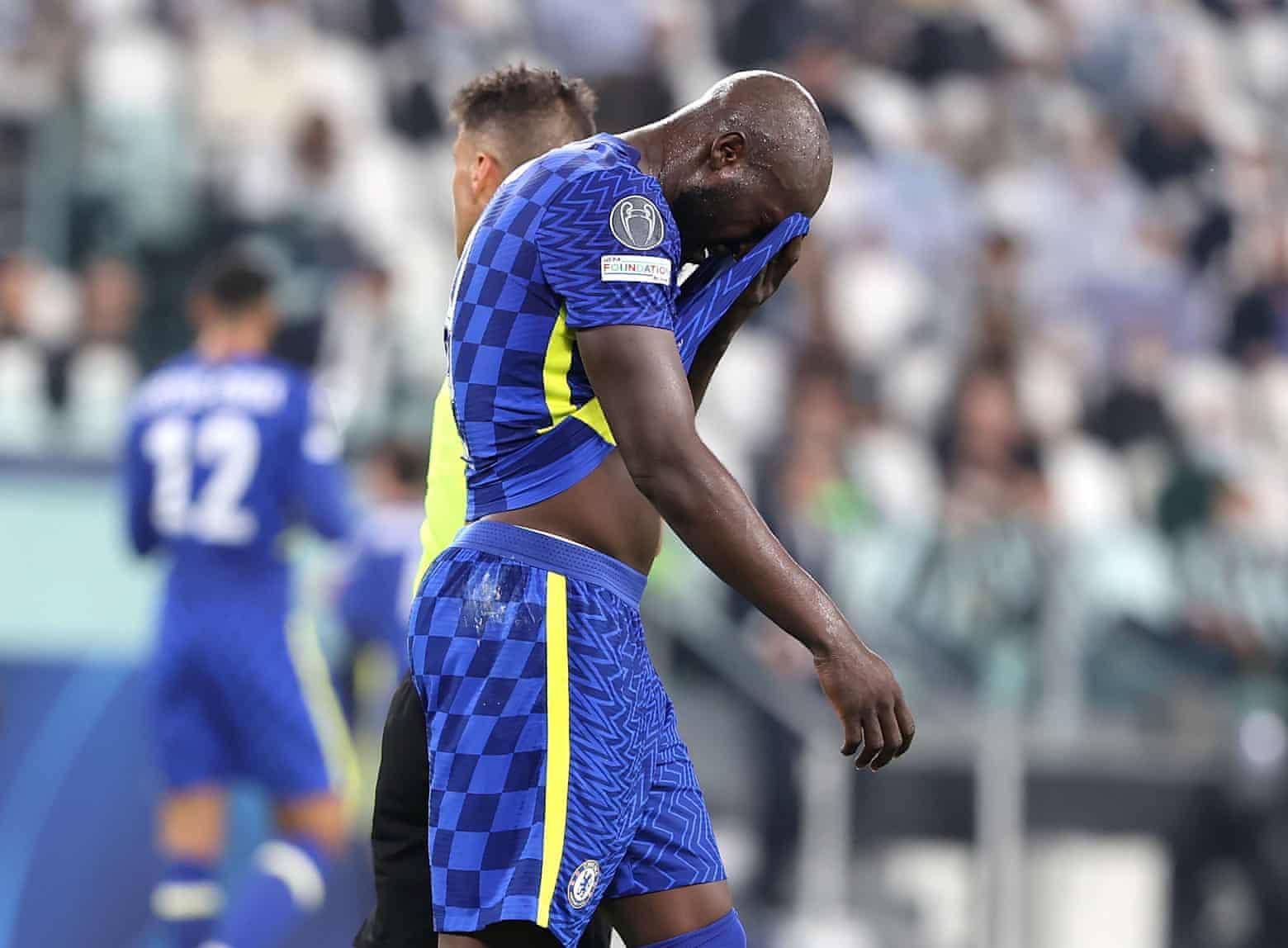 Lukaku buồn bã sau khi cùng Chelsea thua 0-1 trên sân Juventus hôm 29/9. Ảnh: PA