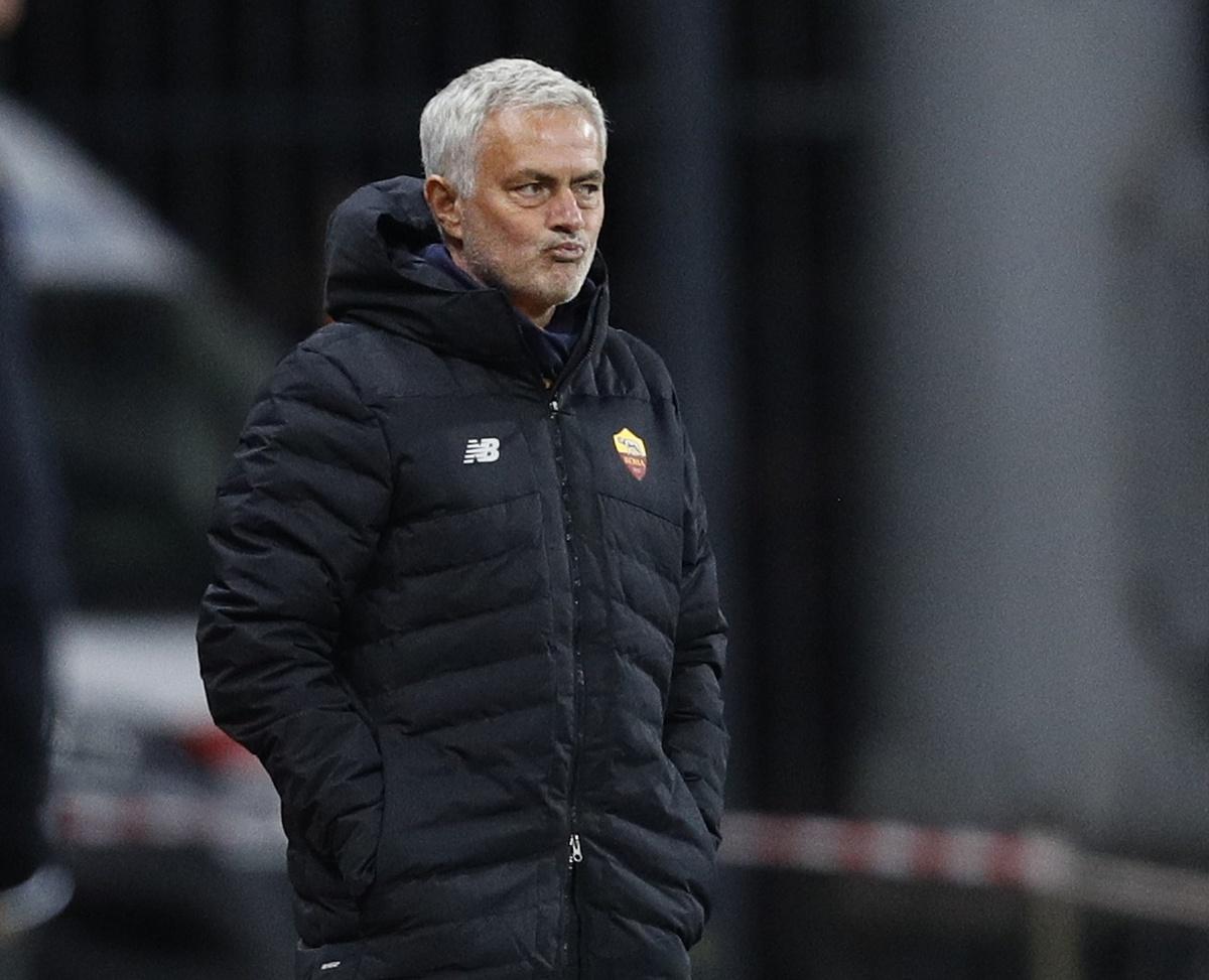 Mourinho chịu áp lực không nhỏ sau khi để thua hai trong ba trận gần đây tại Serie A. Ảnh: AFP