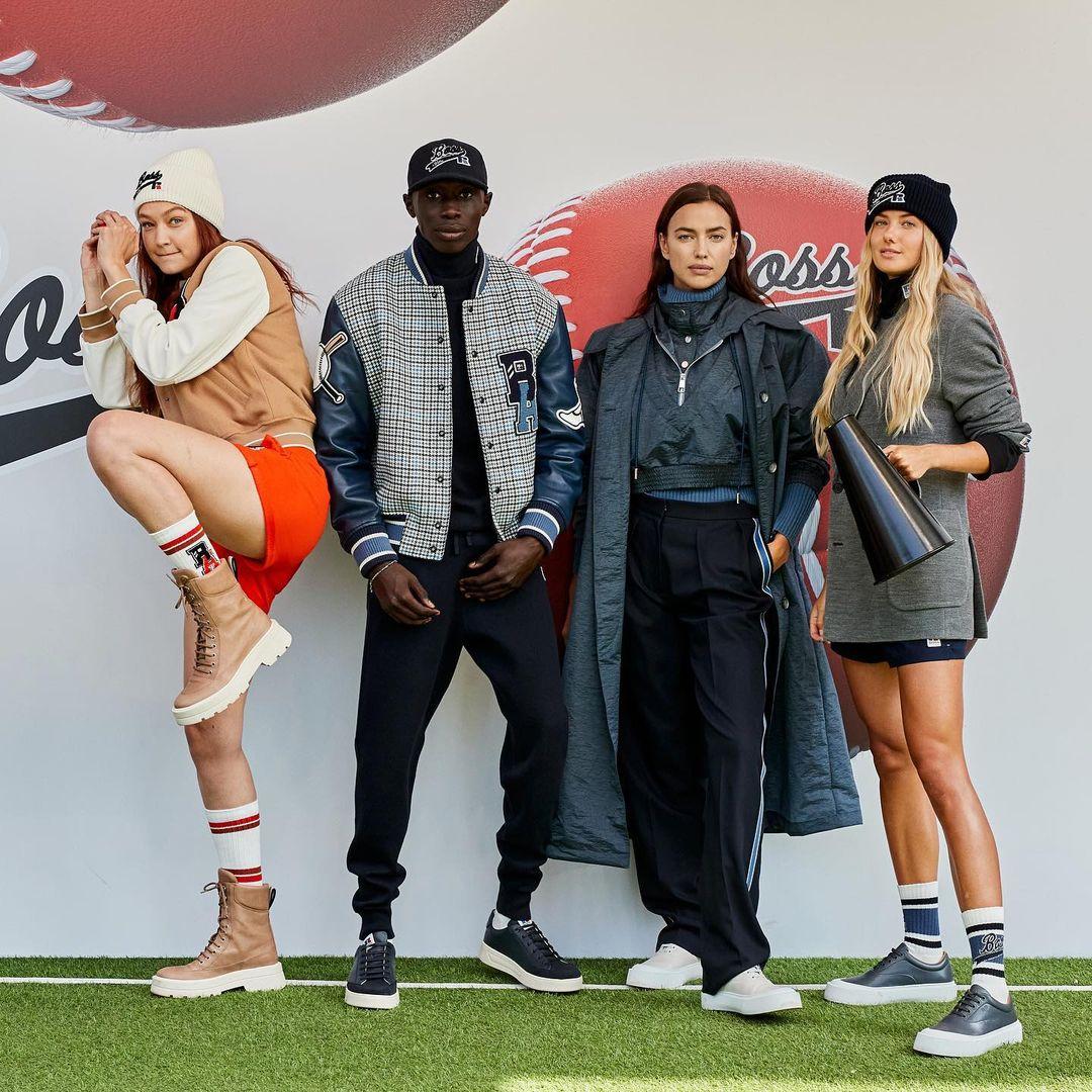 Schmidt (phải) xuất hiện cùng dàn người mẫu của Hugo Boss tại Tuần lễ thời trang Milan. Ảnh: Instagram / alicasmd