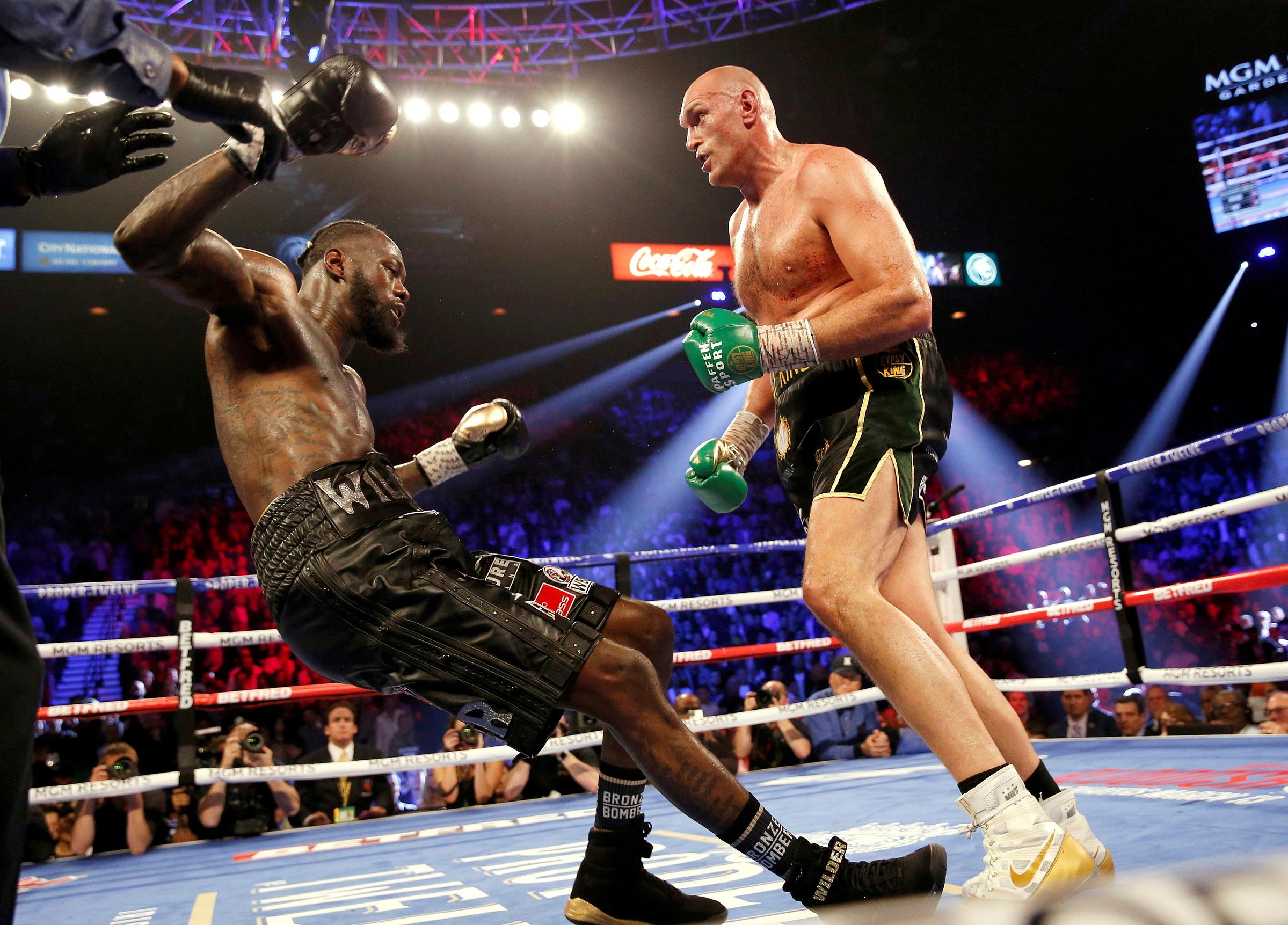Tyson Fury hạ knock-out Deontay Wilder trong màn so săng tại Las Vegas hôm 22/2/2020. Ảnh: Reuters