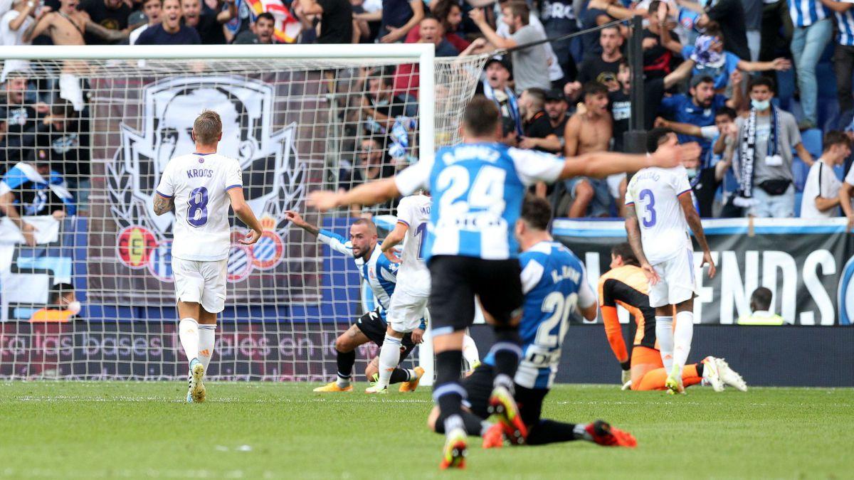 Aleix Vidal phấn khích sau khi nâng tỷ số lên 2-0 cho Espanyol. Ảnh: AS