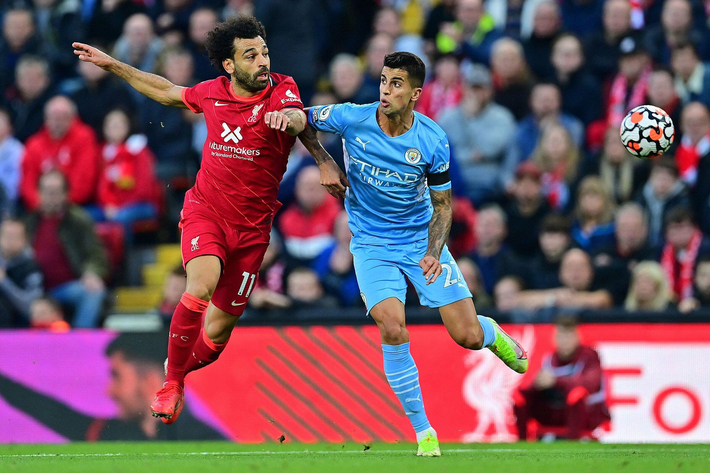Salah tranh chấp với Cancelo trong trận Liverpool hoà Man City 2-2 tại Anfield hôm 3/10. Ảnh: Reuters