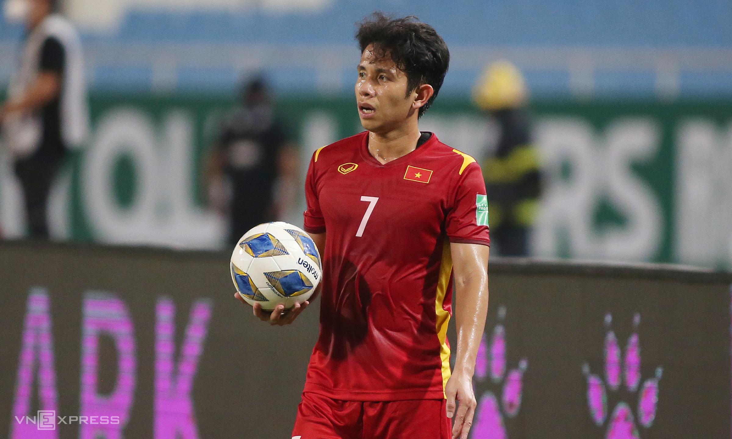 Nếu xuất phát trước Trung Quốc, Hồng Duy sẽ lần đầu đá chính hai trận liên tiếp ở những giải chính thức cho Việt Nam dưới thời Park Hang-seo. Ảnh: Lâm Thoả