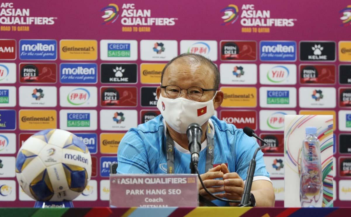 HLV Park Hang-seo cho biết sẽ cố gắng tìm cách phá lối chơi của Trung Quốc. Ảnh: Đoàn Huynh