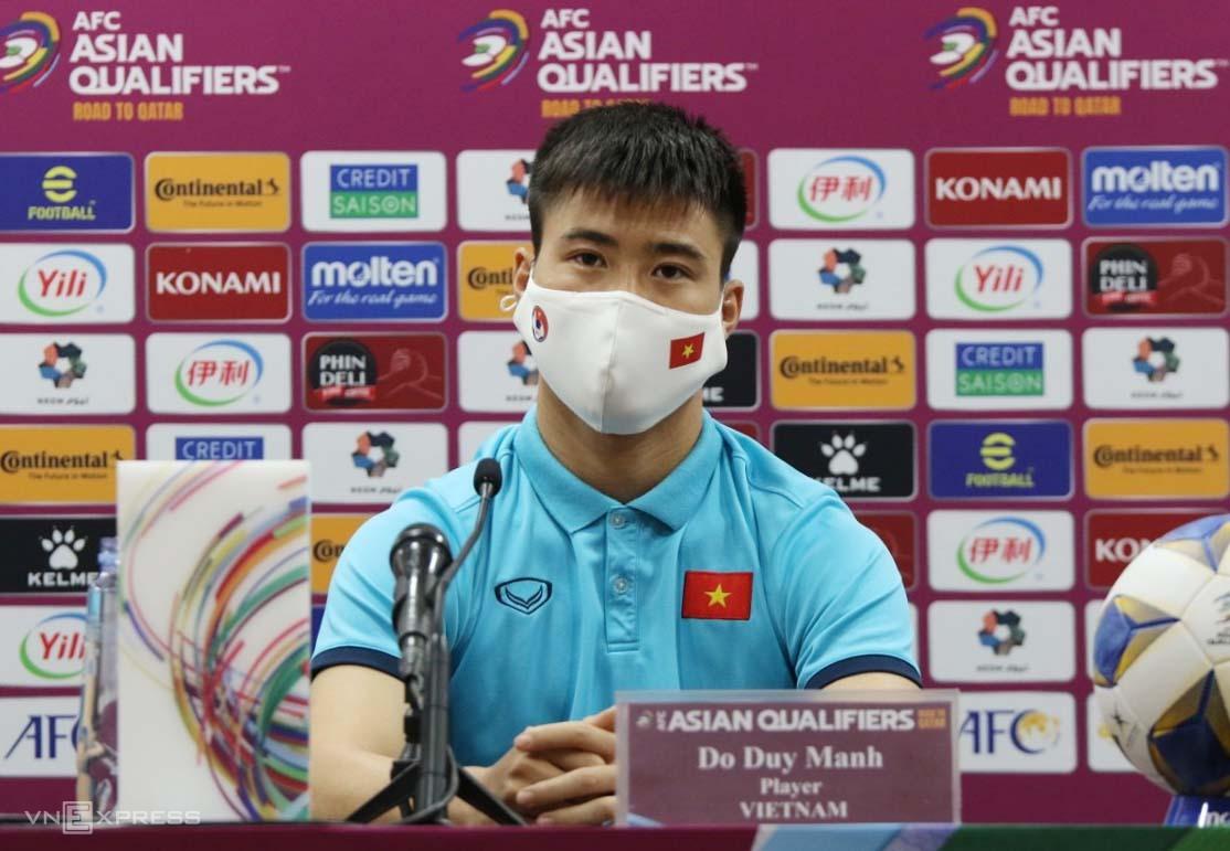 Trung vệ Đỗ Duy Mạnh trong buổi họp báo trước trận đấu giữa Trung Quốc và Việt Nam. Ảnh: Đoàn Huynh