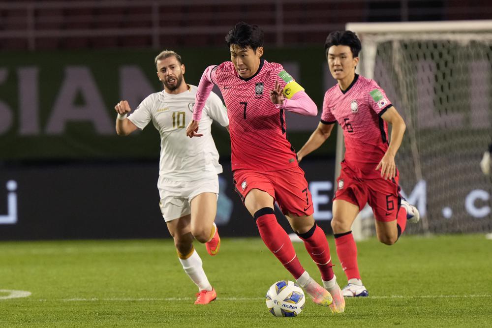 Son Heung-min đi bóng trong trận đấu Syria. Ảnh: AP