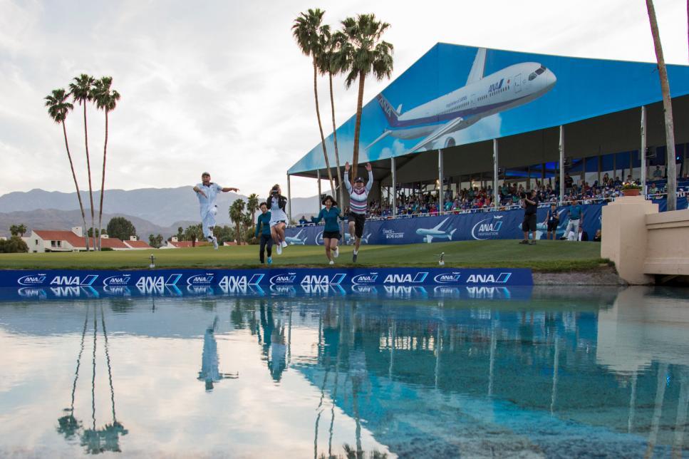 Truyền thống các nhà vô địch nhảy xuống hồ ở Mission Hills sẽ diễn ra lần cuối vào năm 2022. Ảnh: GD.