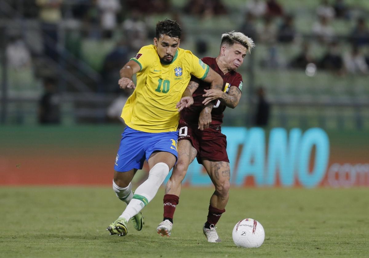 Paqueta (áo vàng) chưa thay được Neymar ở tuyển Brazil. Ảnh: Reuters.