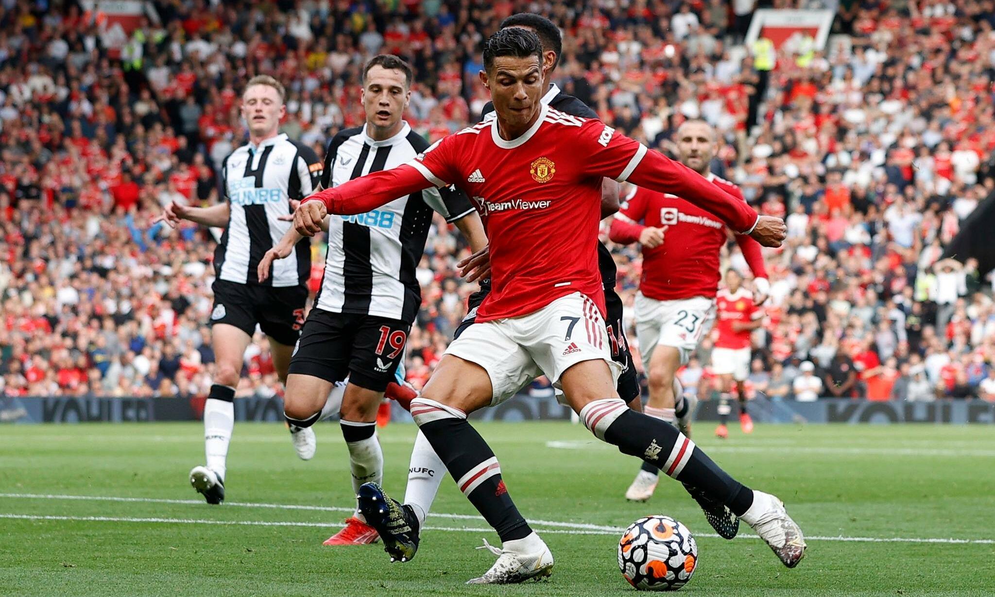 Ronaldo (số 7) khởi đầu như mơ cùng Man Utd ở Ngoại hạng Anh. Ảnh: Reuters