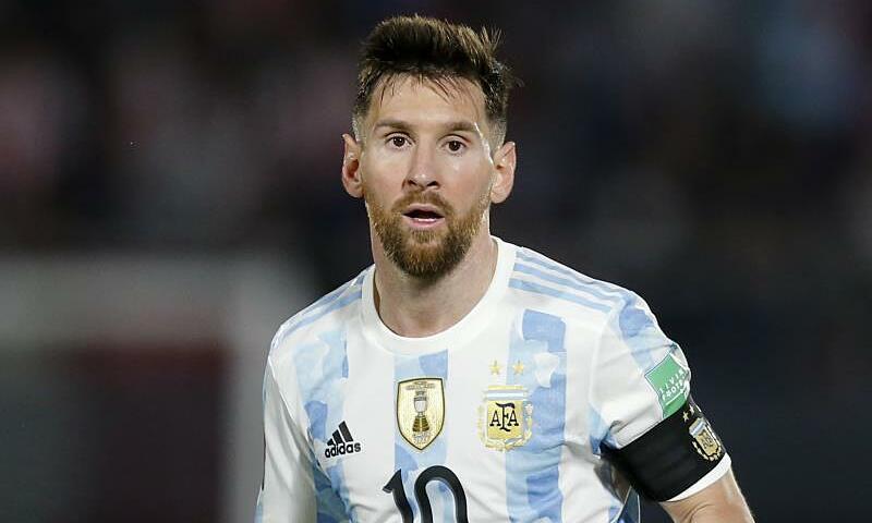 Messi có dấu hiệu tái phát chấn thương đầu gối trái. Ảnh: Reuters