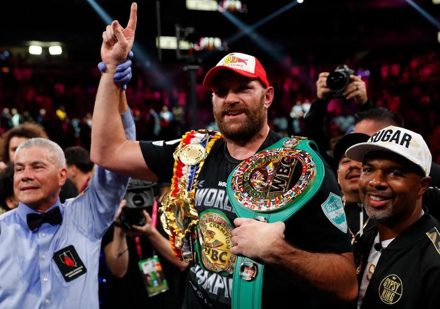Fury bảo vệ thành công đai WBC hạng nặng và The Ring. Ảnh: Reuters