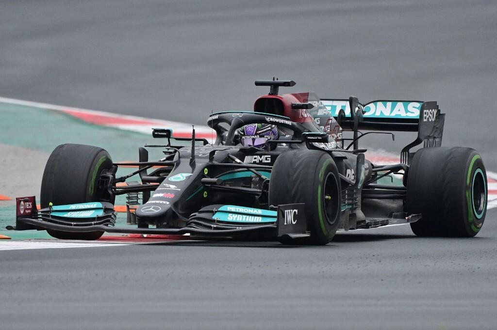 Xe của Lewis Hamilton trên đường đua Thổ Nhĩ Kỳ. Ảnh: AFP