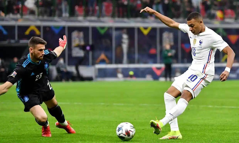 Mbappe có thể đã việt vị trước khi ghi bàn ấn định tỷ số trận đấu. Ảnh: UEFA.