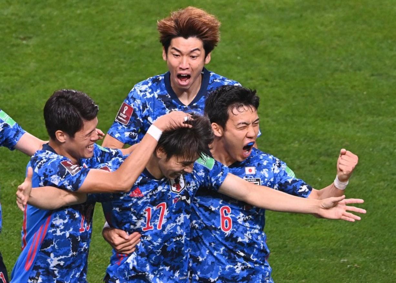 Nhật Bản thoát hiểm khi giành chiến thắng trước đội đầu bảng. Ảnh: Mainichi.