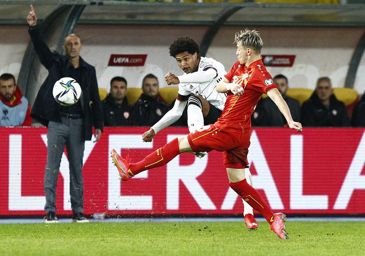 Hiệp hai bùng nổ giúp Đức (áo trắng) giành chiến thắng đậm trên sân của Bắc Macedonia. Ảnh: Reuters