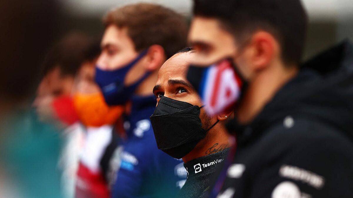 Hamilton đã rất thất vọng khi thất bại ở Thổ Nhĩ Kỳ khiến anh mất đầu bảng cá nhân vào tay Max Verstappen. Ảnh: AFP