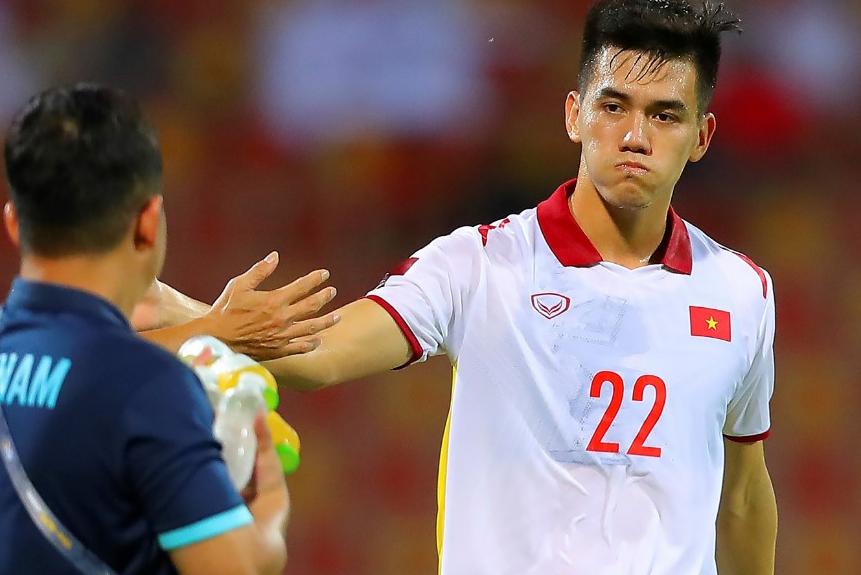 Tiến Linh ghi bàn hợp lệ nhưng phải đợi 5 phút sau, tổ VAR mới xác nhận đó là bàn thắng. Ảnh: AFC
