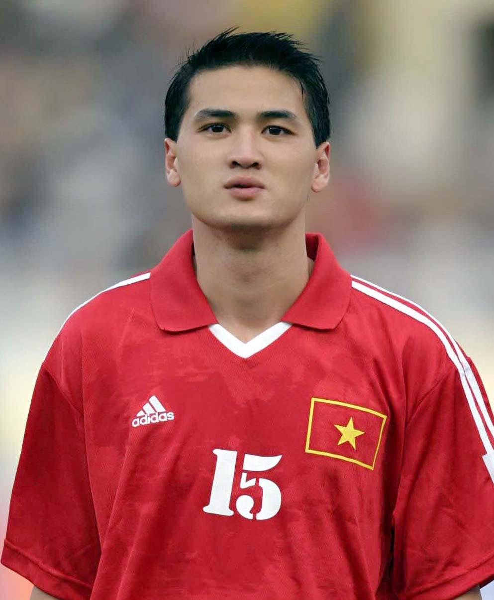 Nguyễn Mạnh dũng là trung vệ nổi tiếng của Việt Nam, từng khoác áo Thể Công, HAGL và nhiều năm khoác áo tuyển.