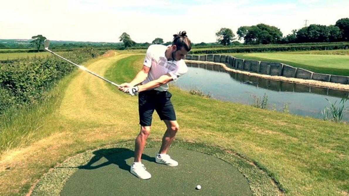 Bale từng cho xây một sân golf mini trong khuôn viên nhà riêng của anh, mô phỏng hố 17 par3 sân TPC Sawgrass, hố 12 ở sân Augusta và Royal Troons Postage Stamp.