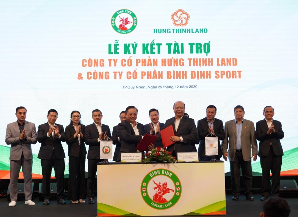 Sự kiện tài trợ cho CLB bóng đá TopenLand Bình Định hồi cuối tháng 12/2020. Ảnh: Hưng Thịnh Land