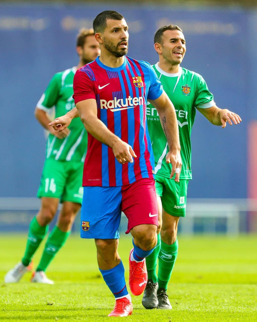 30 phút trong trận giao hữu với Cornella hôm 13/10 là lần đầu tiên Aguero chơi cho Barca. Ảnh: Twitter / FC Barcelona