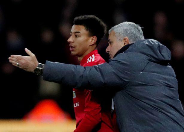 Mourinho chỉ đạo Lingard khi còn dẫn dắt Man Utd. Ảnh: Reuters.