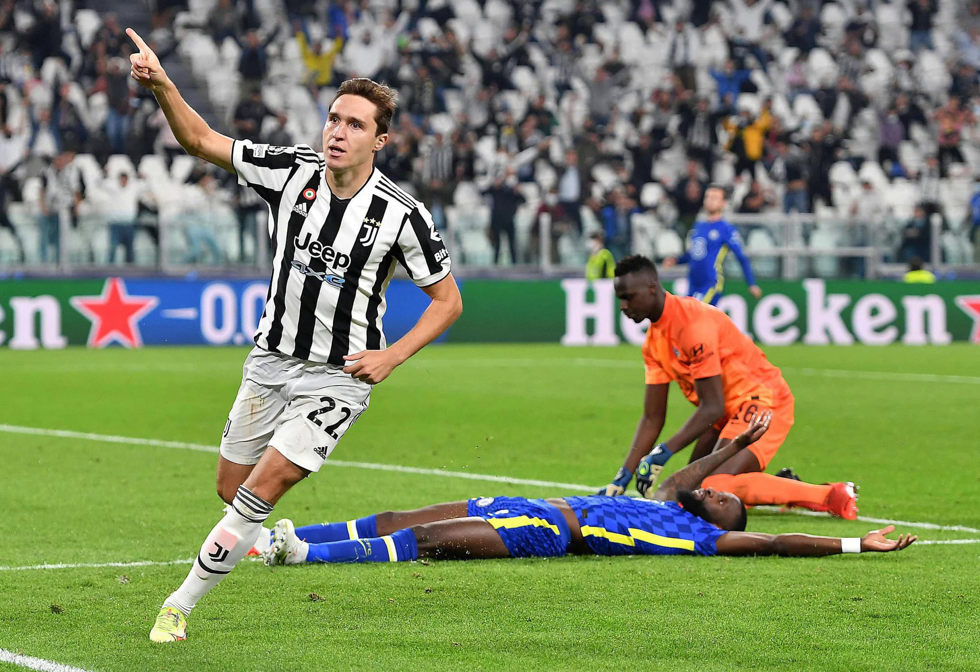 Chiesa mừng bàn duy nhất giúp Juventus hạ Chelsea 1-0 ở Champions League hôm 29/9. Ảnh: ANSA
